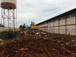 Secretaria de Obras inicia processo de limpeza do Berçário Industrial.