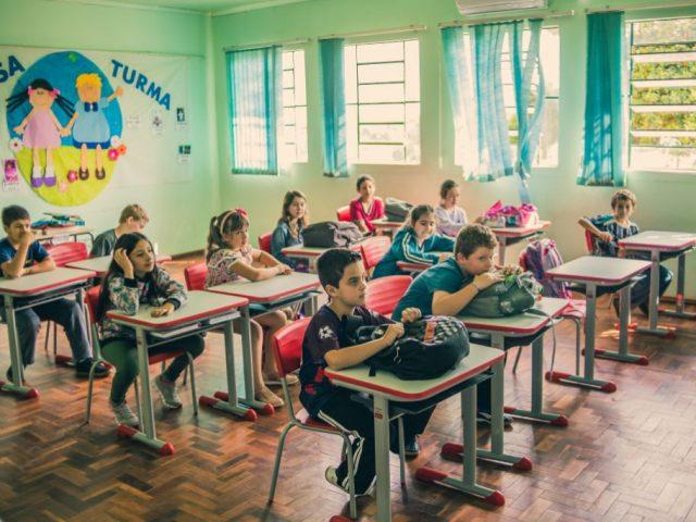 Educação   Novas Carteiras Escolares para as Escolas Municipais