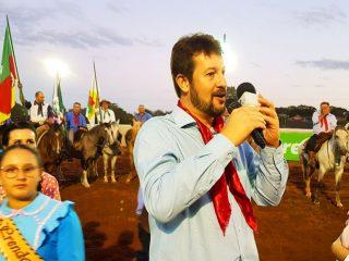 ADMINISTRAÇÃO I CTG Sinuelo das Coxilhas homenageou Espumoso pelos seus 65 anos