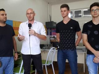 SOCIAL I Profissionais do Centro de Geração e Renda consertam computadores para reutilização do município