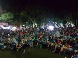 ESPORTE I Torcedor Espumosense deu show em uma noite de Grenal e telão no largo da Prefeitura