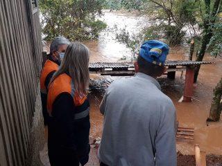 ADINISTRAÇÃO I Excesso de chuvas causa enchente de rios no município