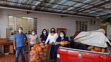 ASSISTÊNCIA SOCIAL I Agricultores fazem doação de morangas para cestas básicas