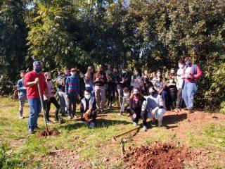 EMEF Álvaro Rodrigues Leitão realiza o plantio de mudas nativas